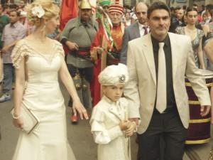 Istiklal : procession en costumes ottomans pour fêter la circoncision du petit