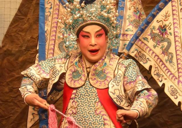 Découverte de l'Opéra Cantonais lors de mon passage à Hong-Kong. Pas de Sheng, mais des voix surprenantes et de jolis costumes.