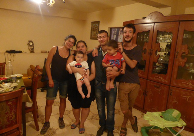 Parce qu'il faut quand même terminer sur une note joyeuse : la souriante famille de Petik!